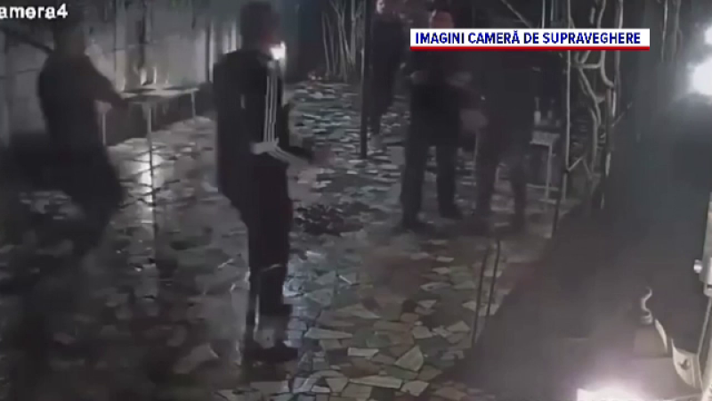 Un bărbat a fost bătut cu sălbăticie chiar și după ce a căzut la pământ, în Olt