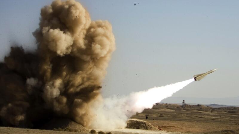 Iranul a testat cu succes doua tipuri de racheta cu raza scurta de actiune