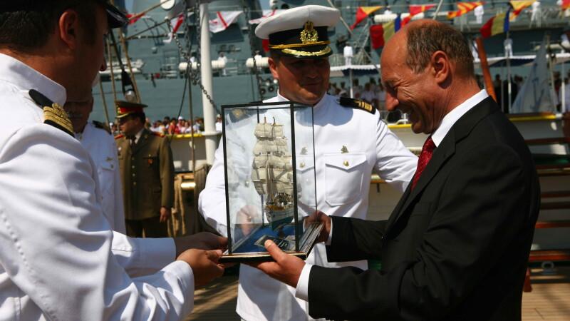 Basescu si o nava
