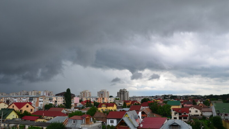 COD GALBEN de furtuni si ploi torentiale. Ce zone sunt afectate