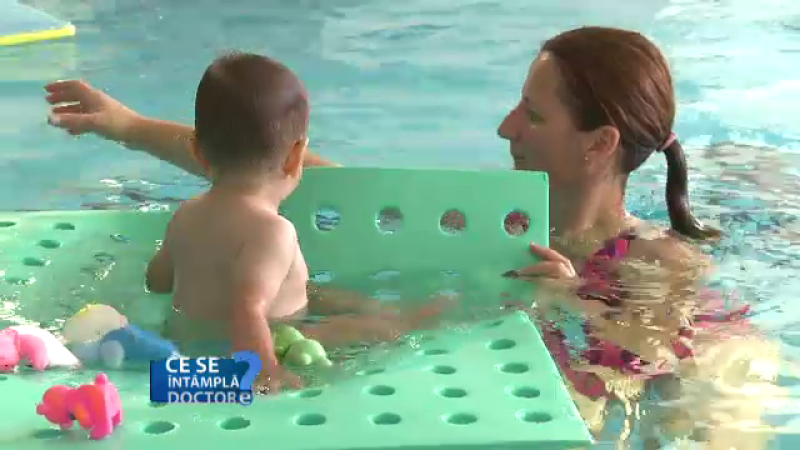 bebelus, inot, piscina