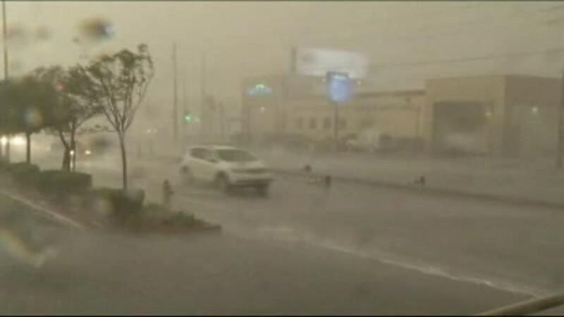 Las Vegasul a ajuns de nerecunoscut, dupa o serie de furtuni violente. Apa a ajuns si in cazinouri