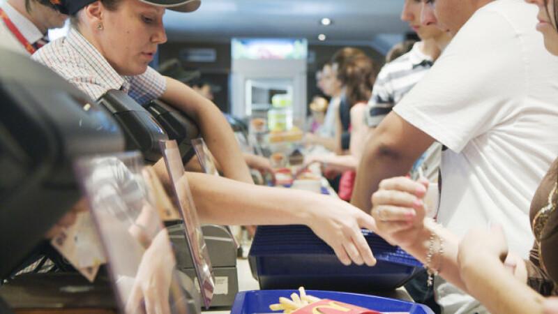 Cat castiga un angajat al McDonald's Romania la inceput si la ce salariu poate ajunge