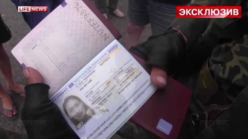 Imagini difuzate de televiziunile din Rusia. Mai multe pasapoarte si bilete, gasite printre cadavre si ramasitele avionului