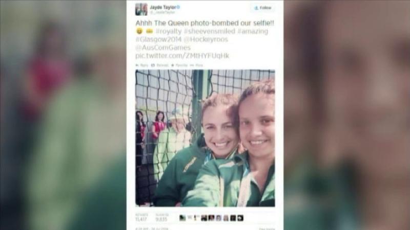 Doua tinere au reusit cel mai tare selfie de pana acum, din Anglia. Cine apare in fotografia lor