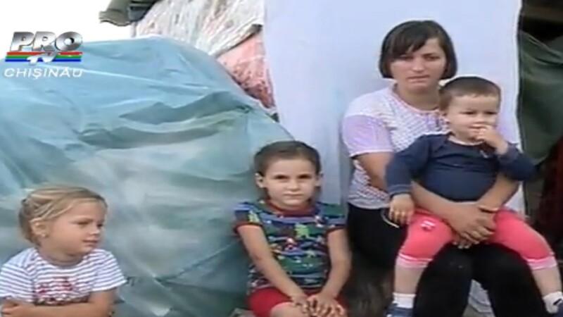 Viata traita la limita extrema. O familie cu 3 copii traieste in caroseria unei masini. VIDEO
