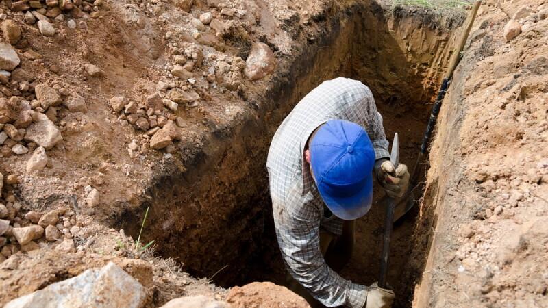Bomba, descoperita in cimitir de un localnic care amenaja un mormant.
