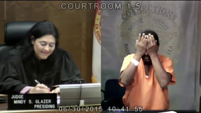 Revedere neasteptata intr-un tribunal din Miami. Un hot a inceput sa planga de rusine cand a vazut cine este judecatorul