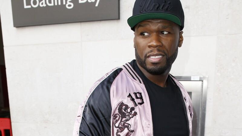 50 Cent a pus pe Facebook un clip VIDEO cu un roman care danseaza capra in fata unui magazin: