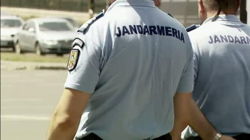 Un tanar acuza patru jandarmi ca i-au confiscat ilegal tratamentul anti-SIDA.