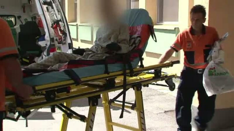 Tanar, bolnav psihic, tratat cu vitamine pentru fractura de femur. Autoritatile au deschis o ancheta in Bistrita