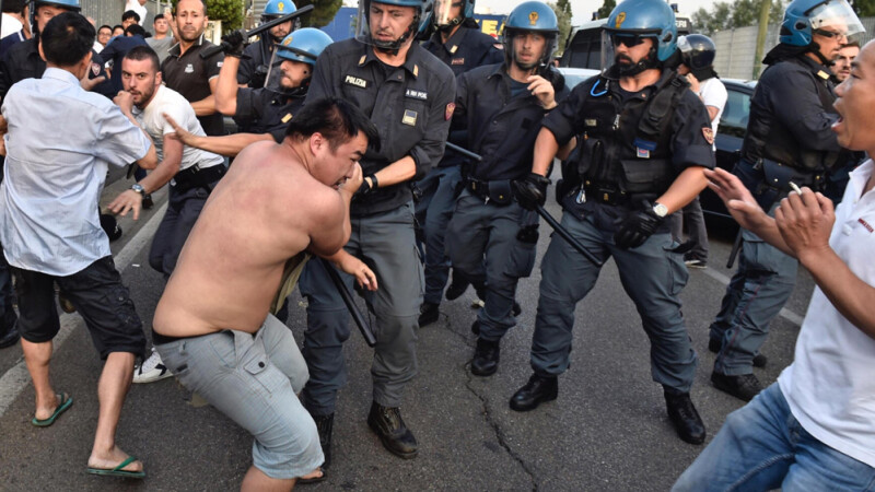 Lupte de strada la periferia Florentei. Cum s-a organizat comunitatea chineza impotriva romilor. VIDEO