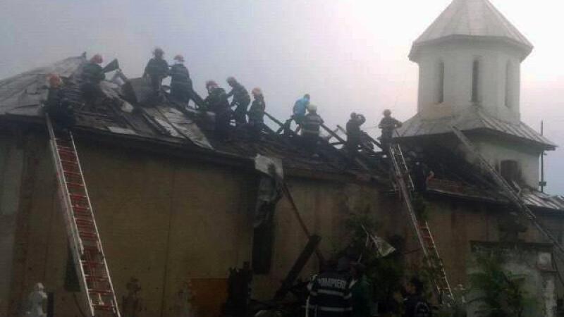 biserica lovita de trasnet in Valea Stanciului, Dolj