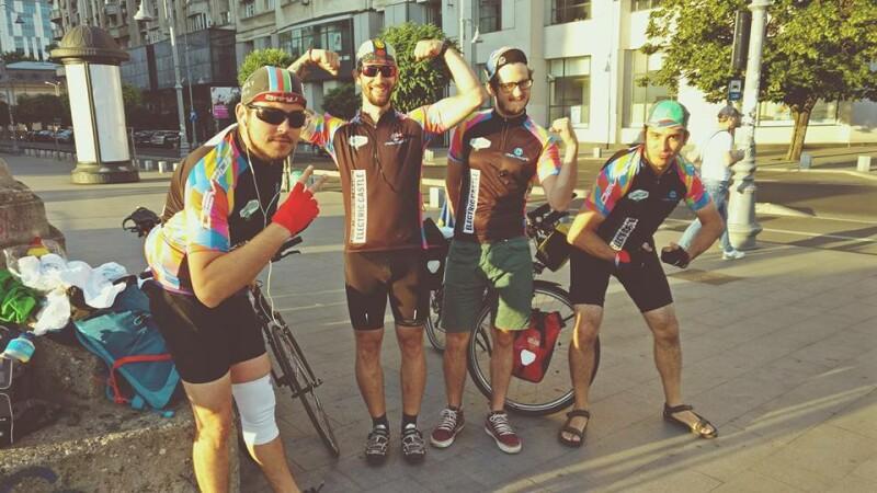 30 de tineri din 5 tari sosesc pe bicicleta de la mii de km pentru a petrece la Electric Castle