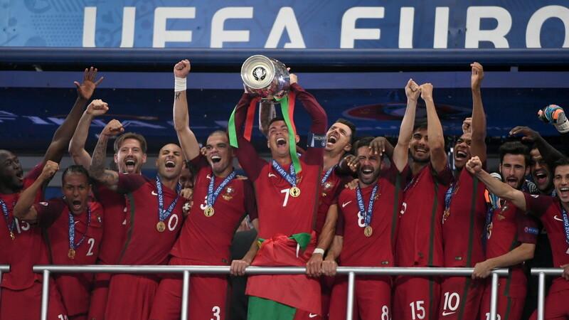 Bucuria portughezilor dupa ce au castigat finala UEFA EURO 2016, iar Portugalia a devenit campioana europeana