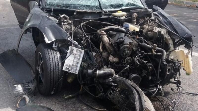 Accident pe DN64. Un sofer a intrat pe contrasens si a ranit alte trei persoane, printre care si un copil de 4 ani