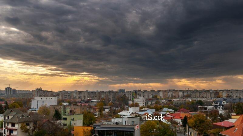 Alertă meteo de vreme rea. Cod galben de ploi torențiale, vijelii şi grindină în 12 judeţe