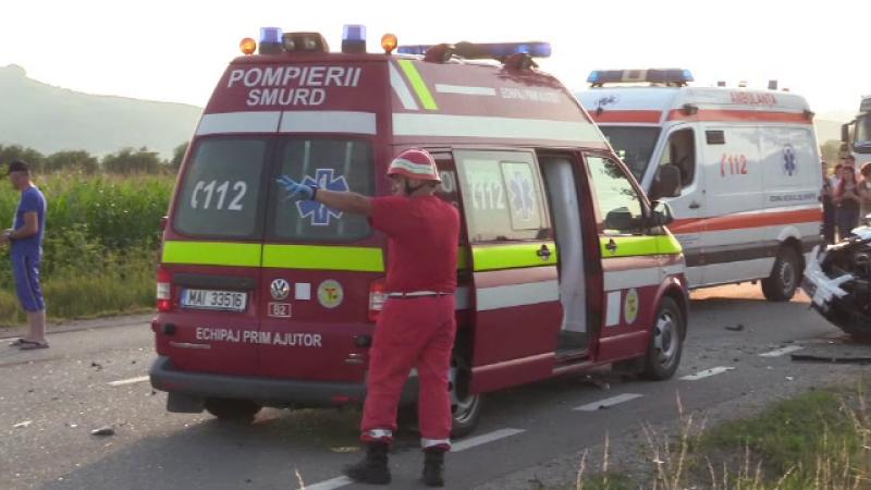Accident cu un mort şi 5 răniţi, în Harghita. O maşină şi o dubă s-au ciocnit frontal
