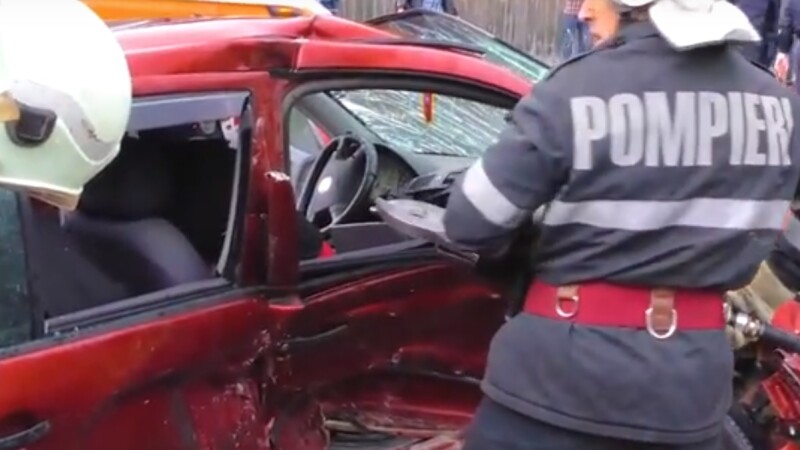 Șofer de 27 de ani mort după un accident. Scria pe Facebook în momentul impactului