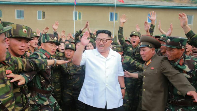 Orfelinatele din Coreea de Nord, păzite de gardieni. De ce a dat Kim Jong-un ordinul