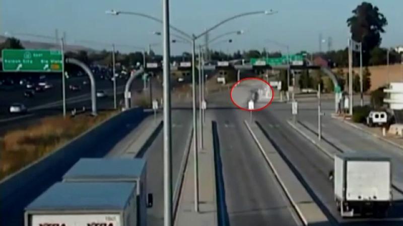 Accident dramatic petrecut în SUA. O mașină s-a rostogolit pe autostradă