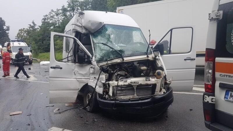 Nouă persoane şi patru autovehicule, implicate într-un accident rutier în judeţul Mehedinţi