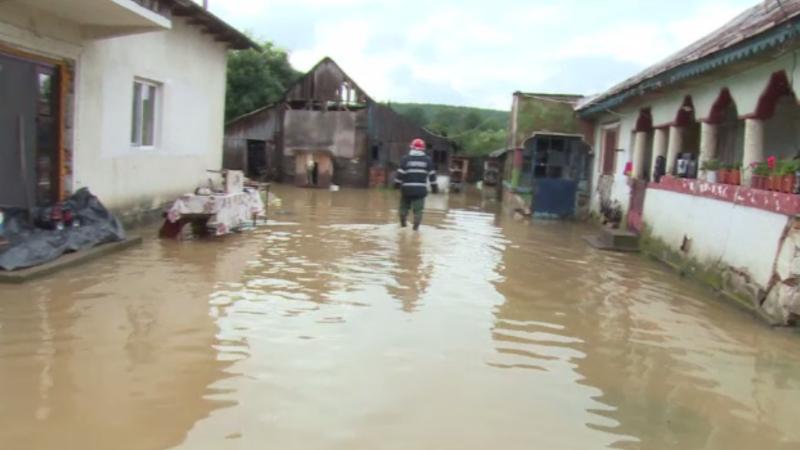 Cod galben de inundaţii în cinci județe. LISTA zonelor afectate