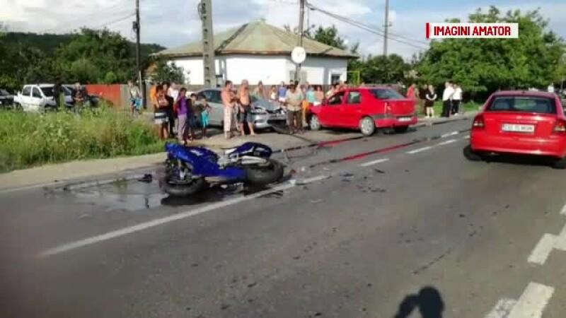 Accident de motocicletă cu 2 răniţi, în Argeş