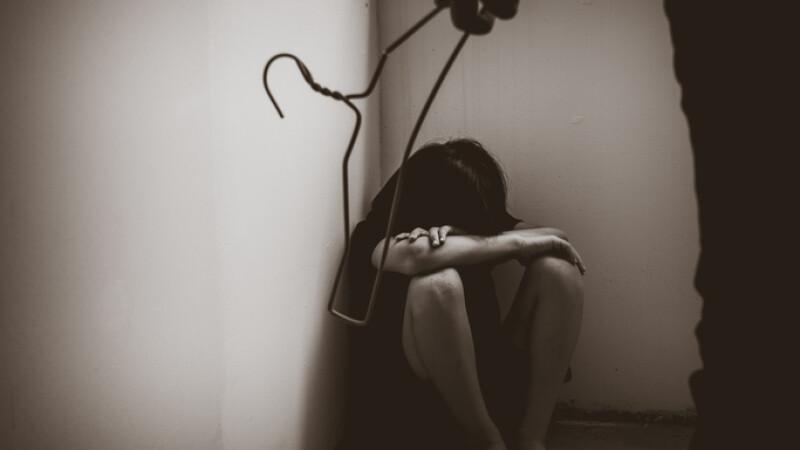 Trei surori riscă 15 ani de închisoare pentru că și-au ucis tatăl. Abuzurile prin care au trecut