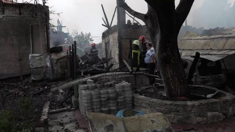 """Mai multe case au luat foc în Buzău. """"Ardea de jur împrejur, butelia mea a explodat"""""""