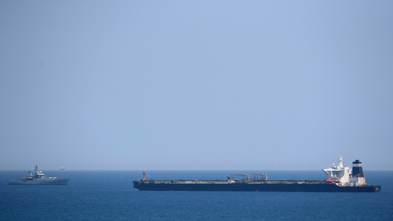 """Teheranul denunţă """"interceptarea ilegală a unui petrolier iranian"""" de către britanici"""