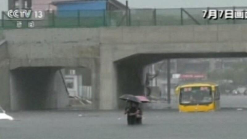 Furtunile și ploile fac ravagii în China