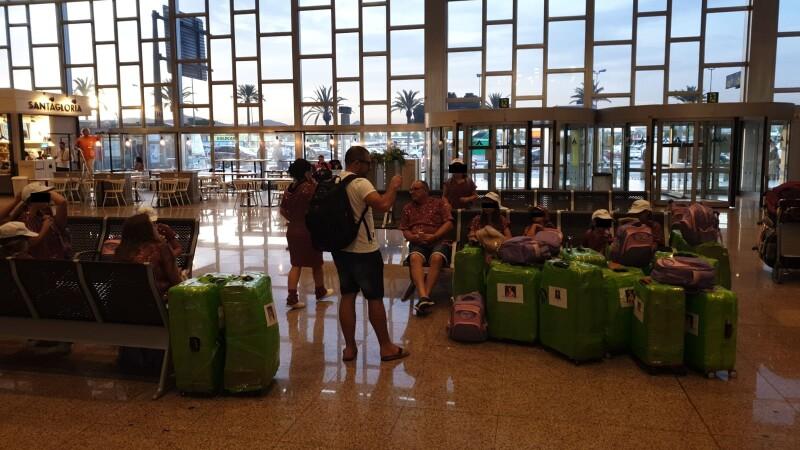 copii blocati aeroport
