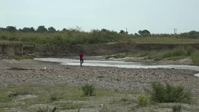 Au murit înecate în râu