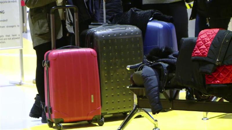 """Metoda prin care o """"măicuță"""" stoarce de bani călătorii de pe Aeroportul din Iași"""