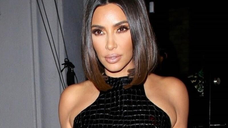 Kim Kardashian, surprinsă într-o ținută mulată, din piele de șarpe