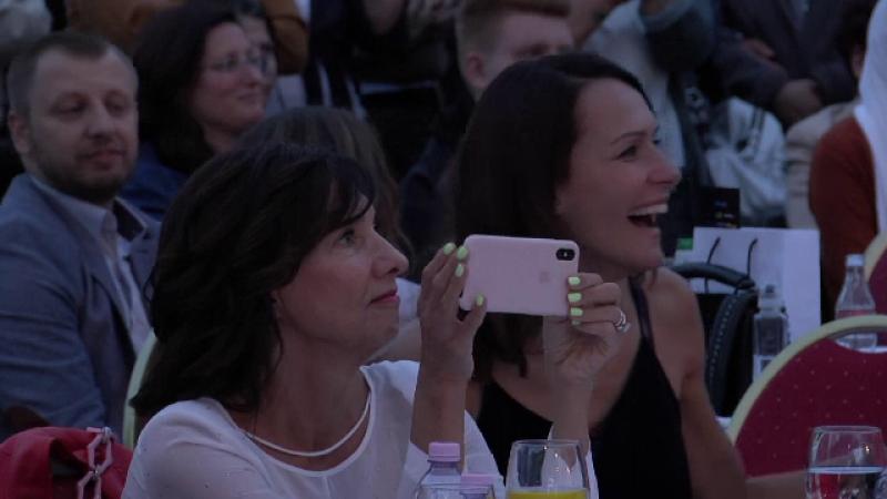 Cum a fost surprinsă Carmen Iohannis, la festivalul de modă de la Sibiu
