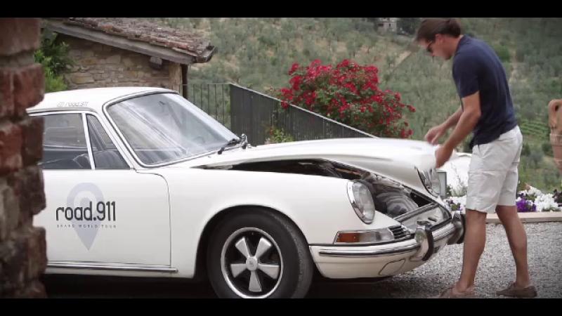"""Fac înconjurul lumii cu o mașină """"de epocă"""". Ce a reușit un cuplu să dacă pe drum"""