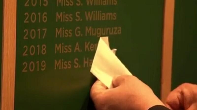 Momentul în care numele Simonei Halep e scris pe tabloul de onoare, la Wimbledon