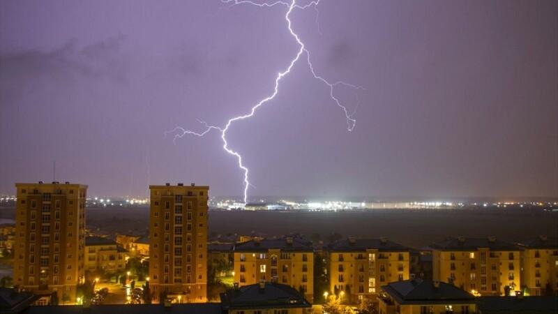 Cod galben de furtună în București și Ilfov