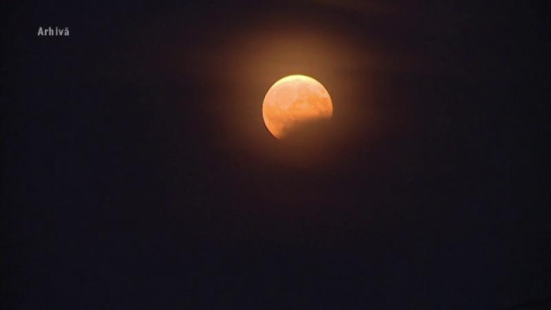 Eclipsă parţială de Lună, vizibilă în totalitate din România. Când se va produce fenomenul