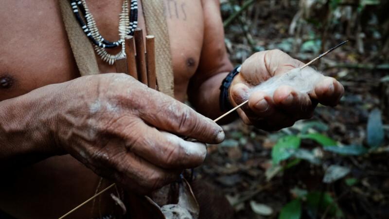 Imagini din interiorul celui mai amenințat trib. Pericolele ascunse în pădurea amazoniană
