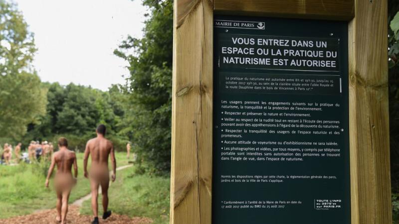 Nudisti intr-un parc din Paris - 4