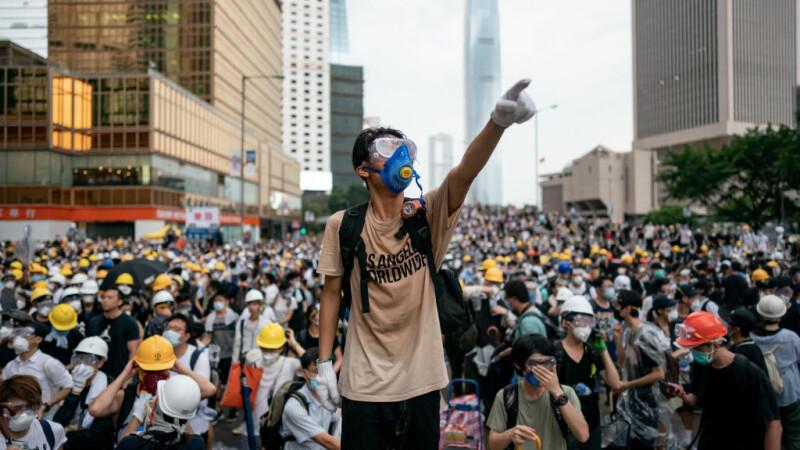 Hong Kong face prima arestare în baza noii legi a securității naționale. Cum a reacționat UE
