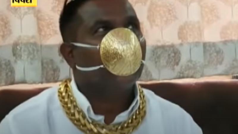 Un bogătaș indian a plătit 4.000 € pentru o mască de protecție din aur. Cum respiră prin ea