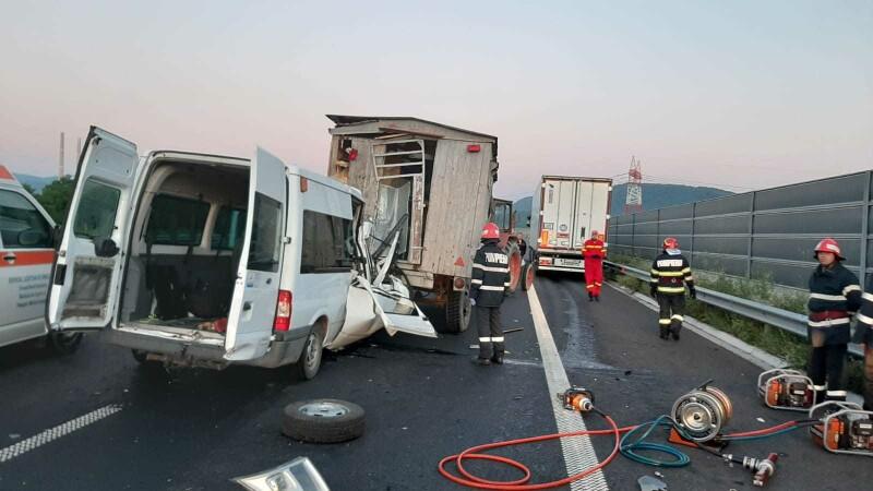 Accident grav pe A1. O femeie a murit, iar soțul și cei 3 copii au fost răniți. GALERIE FOTO - 1