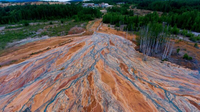 Imagini din altă lume. De ce au devenit portocalii râurile din Ural