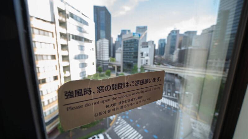 """Sportivii plasați în carantină la Tokyo denunță o """"închisoare olimpică"""". Grevă pentru 15 minute la o fereastră deschisă"""