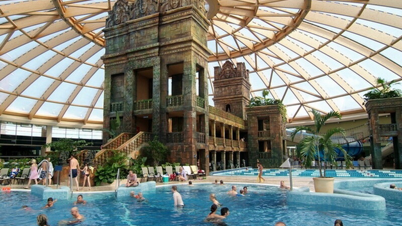 Cel mai mare parc acvatic acoperit din Europa e la 2 pasi de Romania