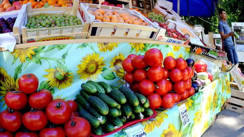 taraba cu legume, castraveti, rosii